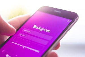 instagram-app-login-splash-screen-logo-on-iphone-picjumbo-com